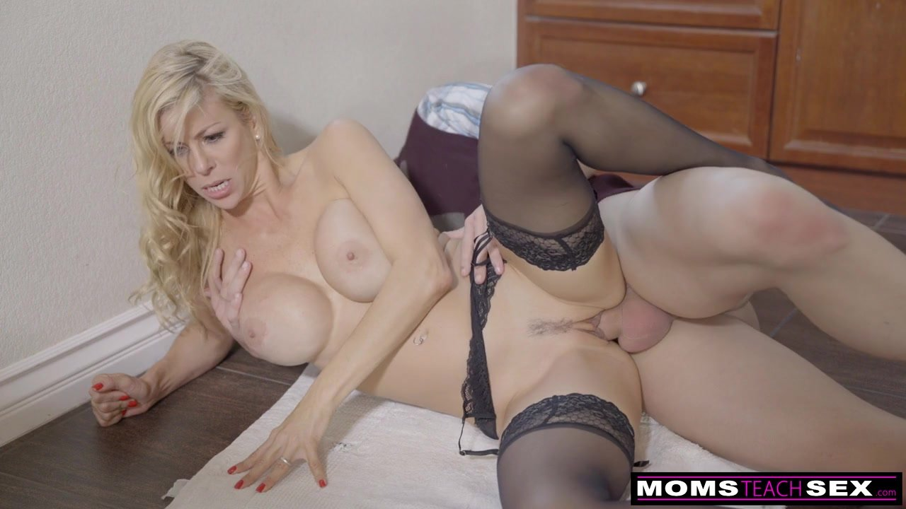 He Fucks Cheating Milf, Then Girlfriend And Cums Twice S5 -9828