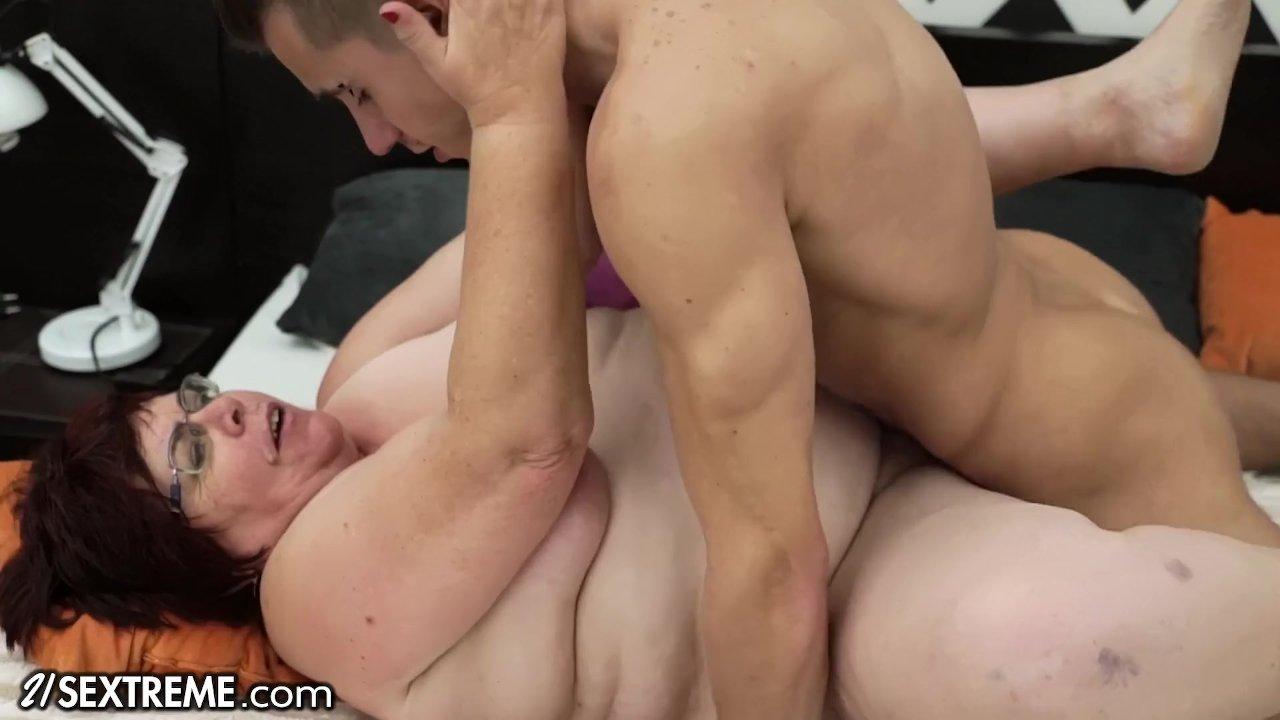 Mujeres Muy Gordas Follando un joven se folla una vieja gorda muy viciosa