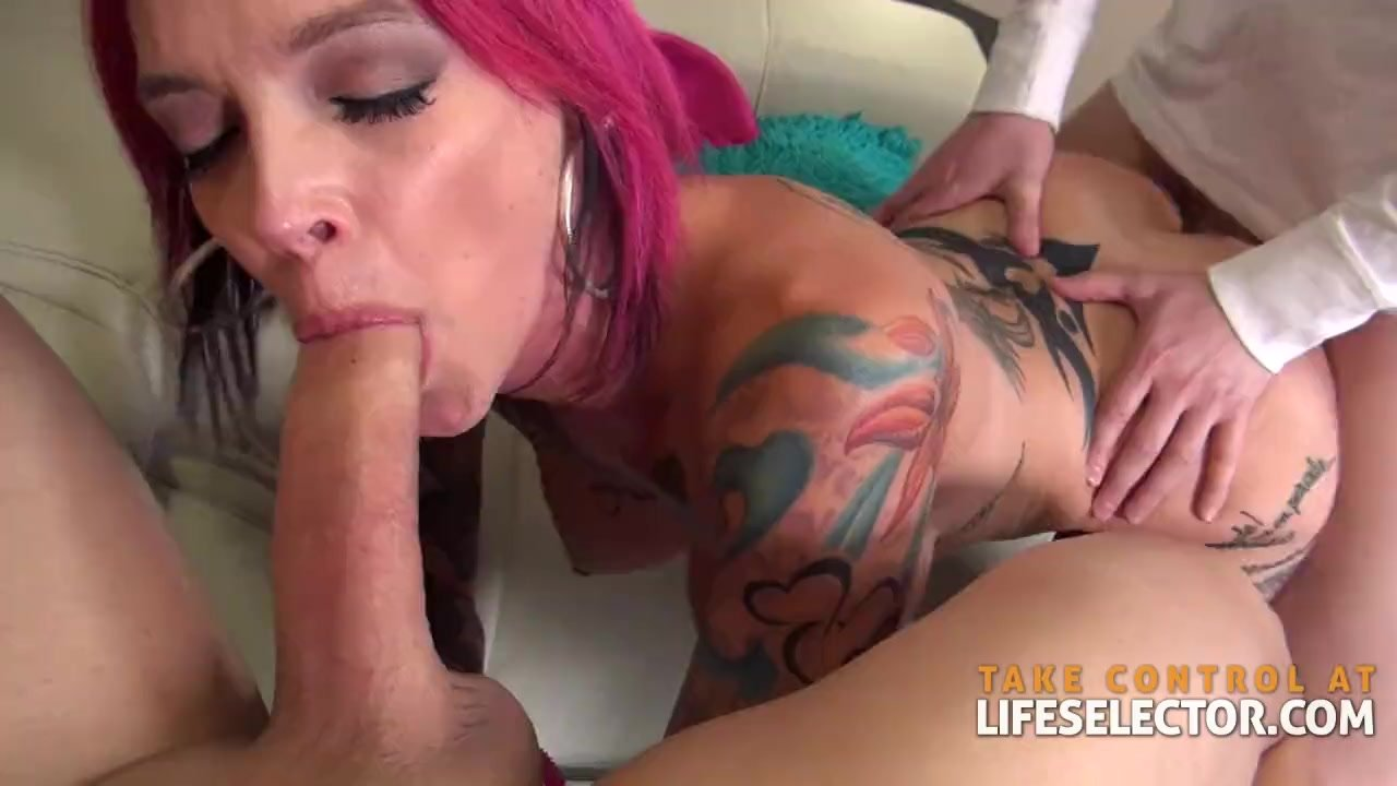 Privatecom Gorgeous brunette gets cum on her asshole