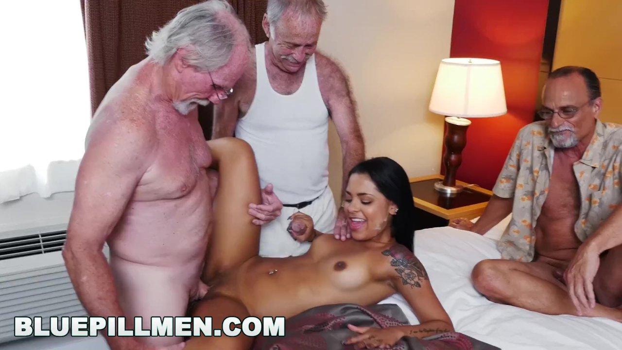 Ancianos Porno Gay tres ancianos y una latina llamada nikki kay
