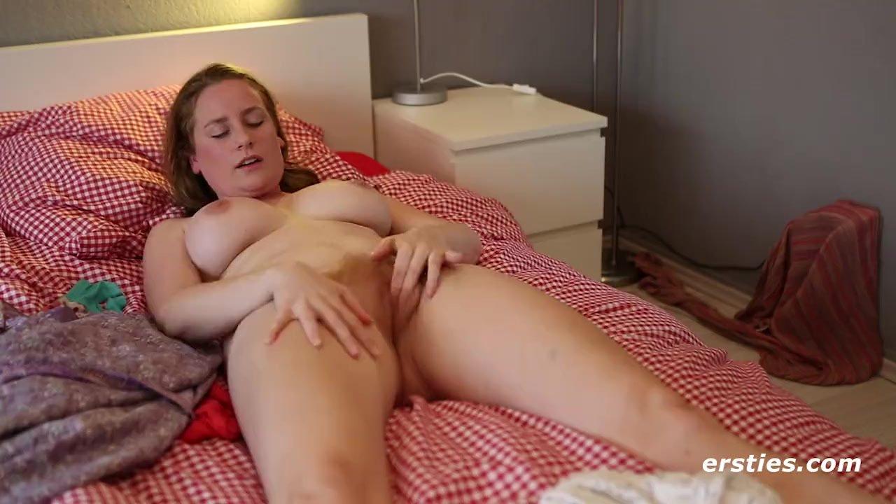 nicole big natural tits masturbating - ersties