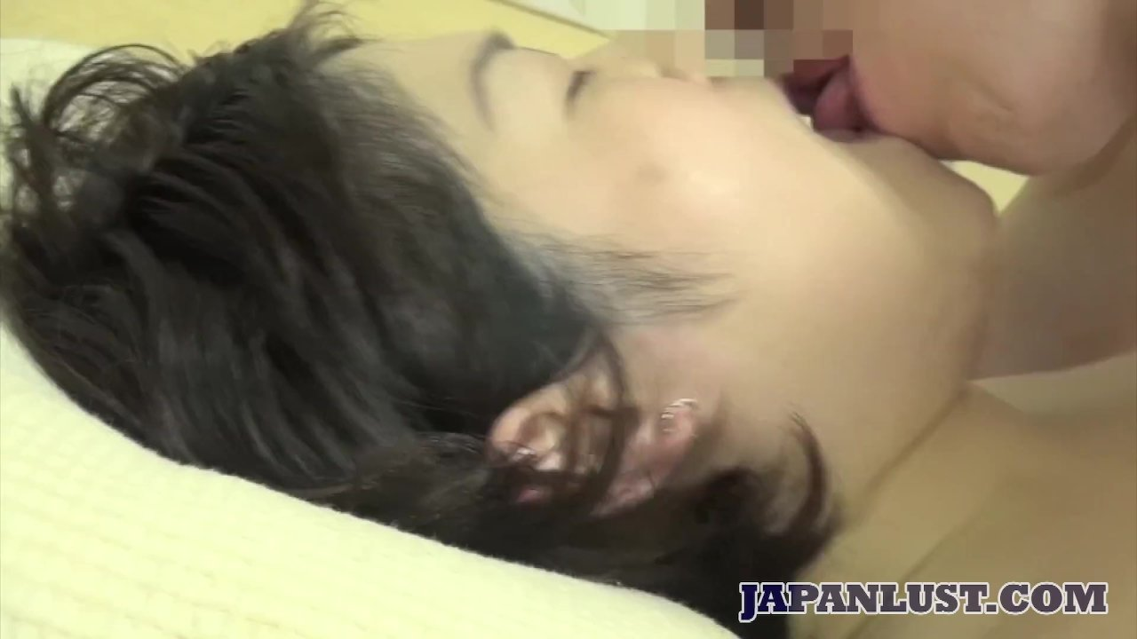 Amateur Japanese MILF loves getting her hairy pussy penetrated - RedTube