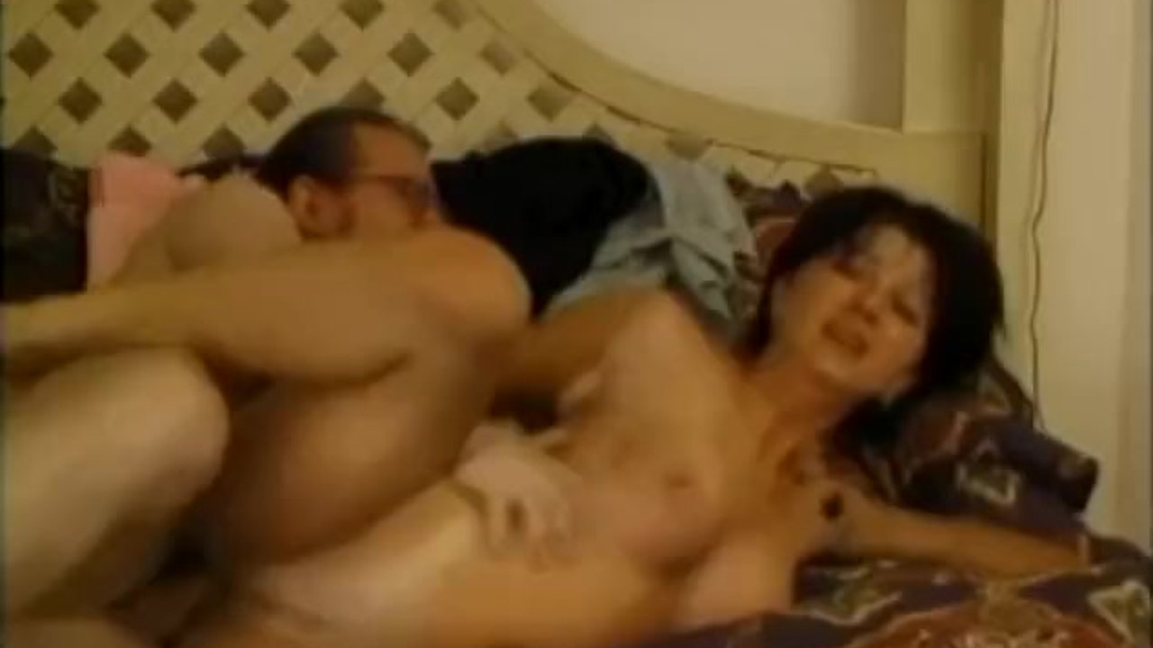 Vintage vixen Coral Sands riding cock before making it cum