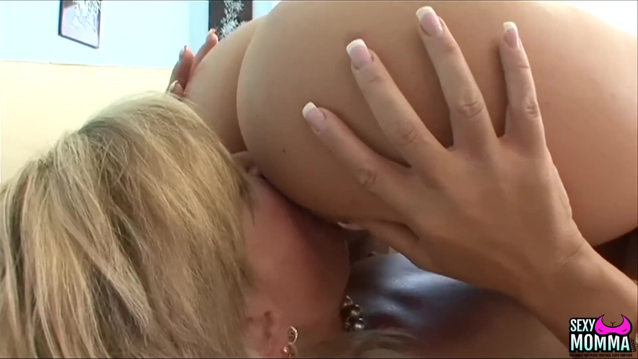 Lusty stepmom fucks all young blondie holes with her tongue