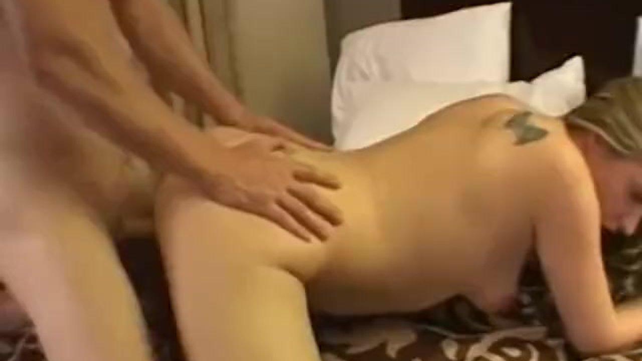 Thick blonde amateur sucks and fucks skinny boyfriend
