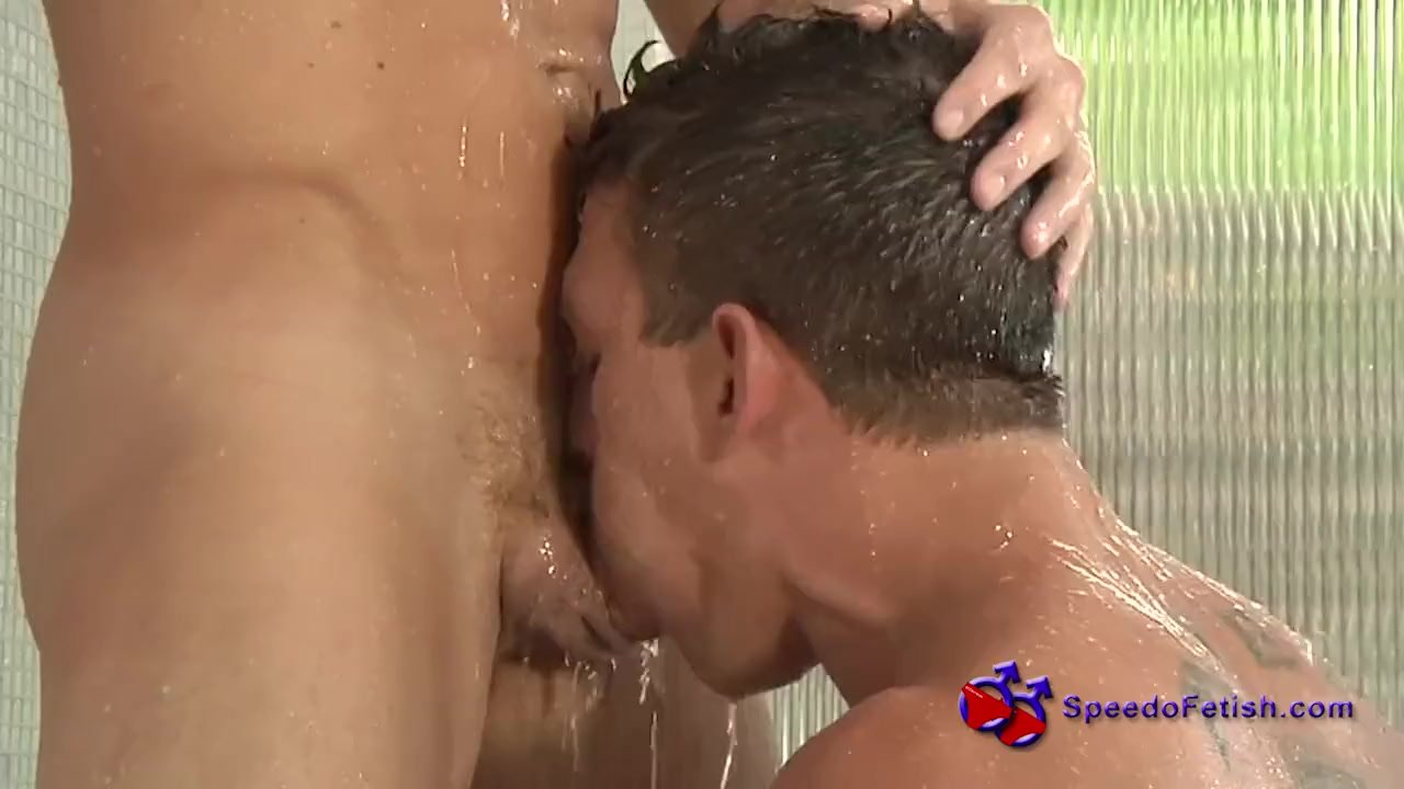 fratmen-shower-blow-job-red-tube