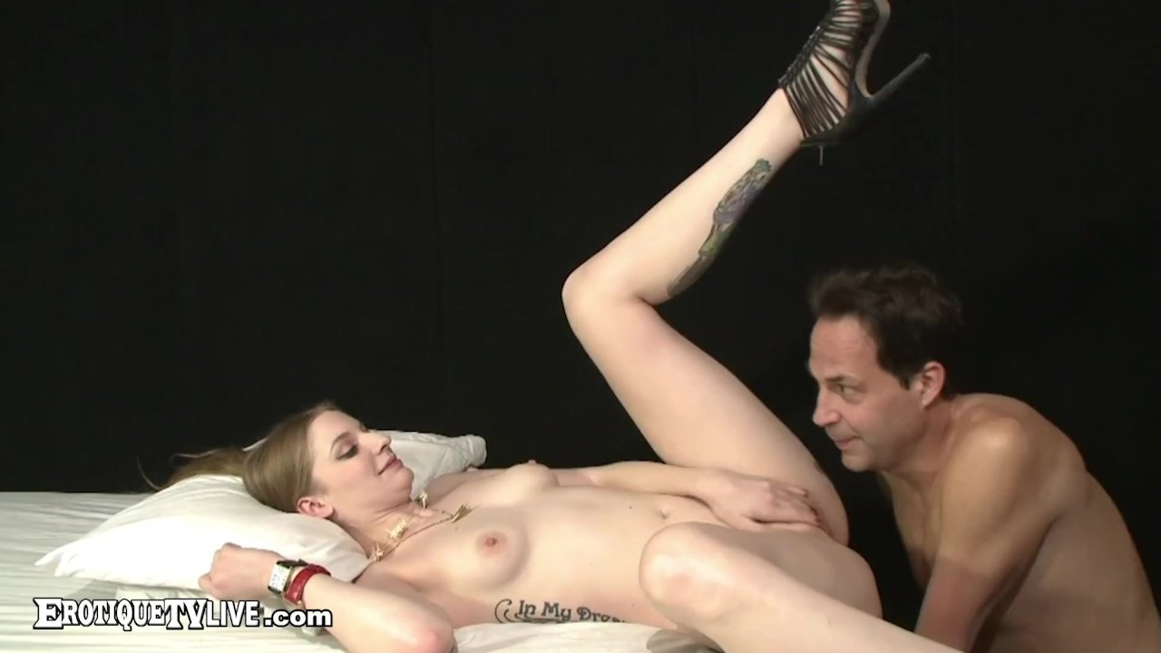 EROTIQUE TV - Blue Eyed Ela Darling Rides ERIC JOHN Live