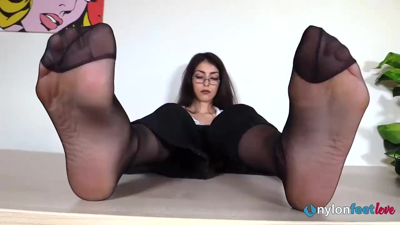 Mom Worship Daughter Feet