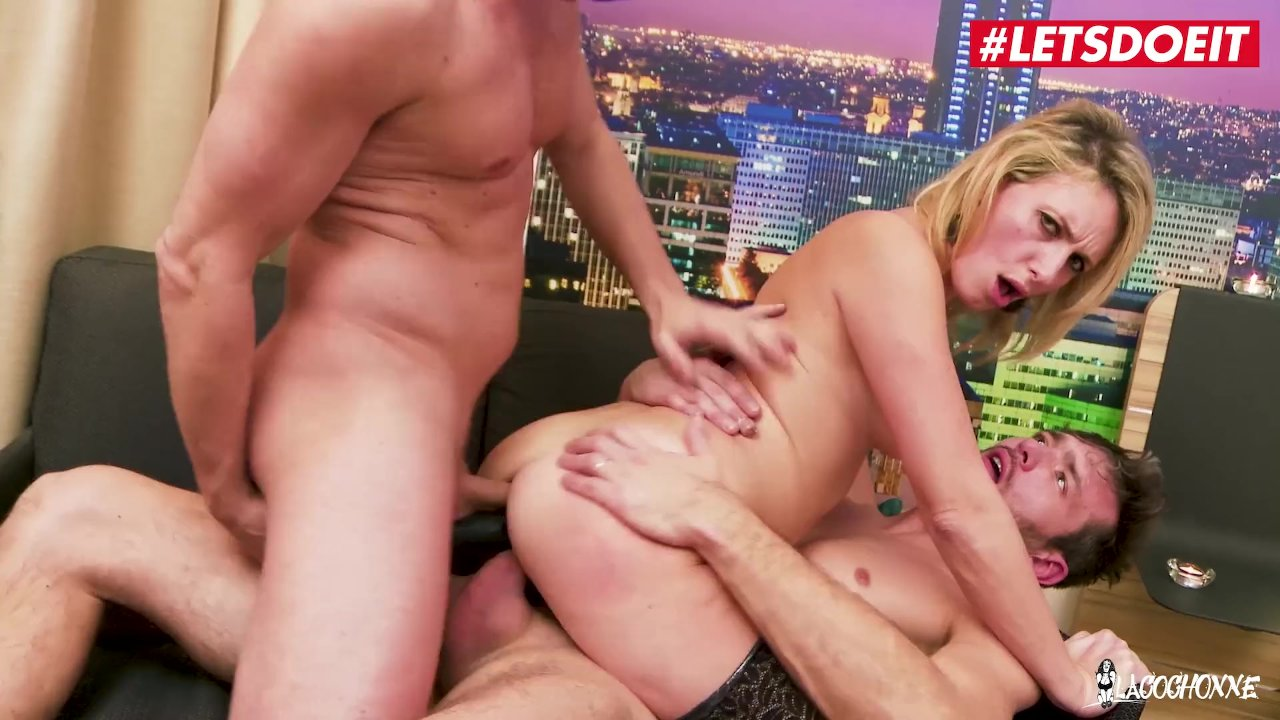 Teen Daughters Devore Daddy's Cock In Fathers Day Threeway S10:E6