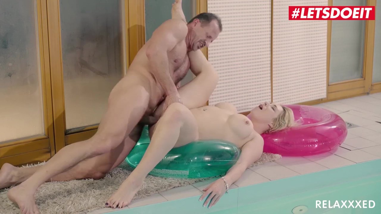 The Stripper Experience- Hot MILF Sarah Jessie is pounded by a monster cock