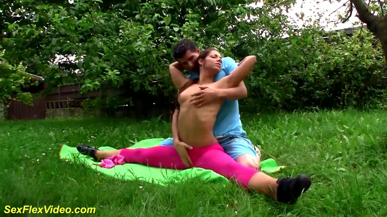 outdoor sex gymnastic with stepsister