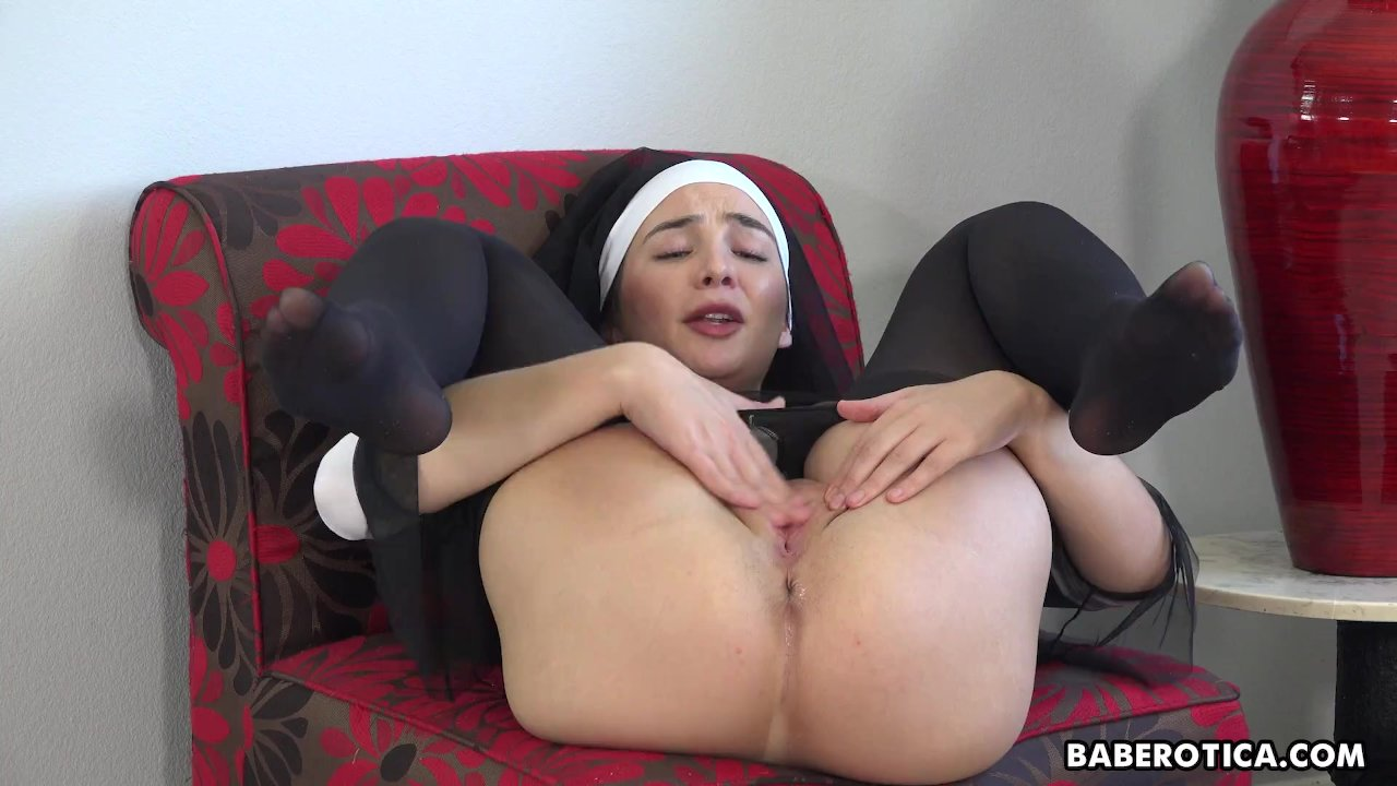 Solo lady, Blair Williams is gently masturbating, in 4K