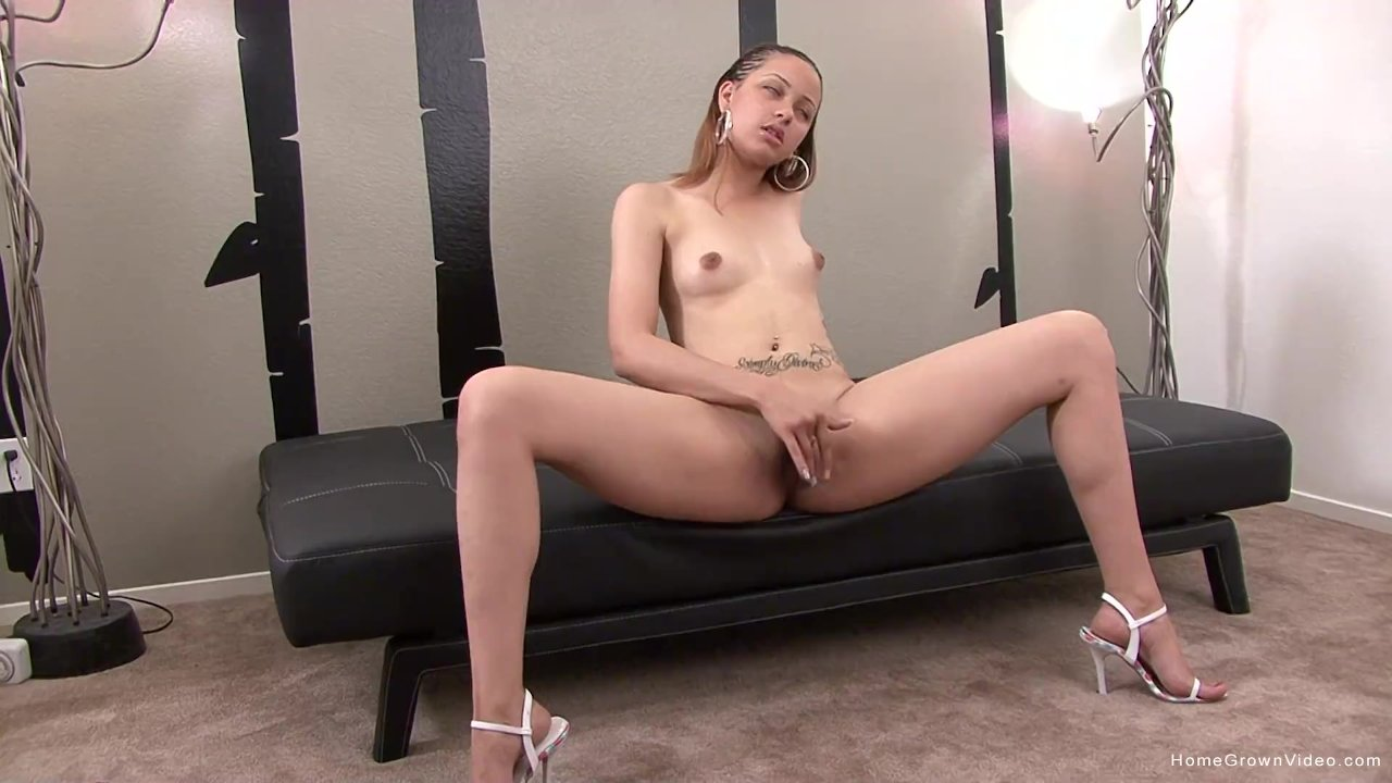 Light skinned amateur cutie masturbates with her toy