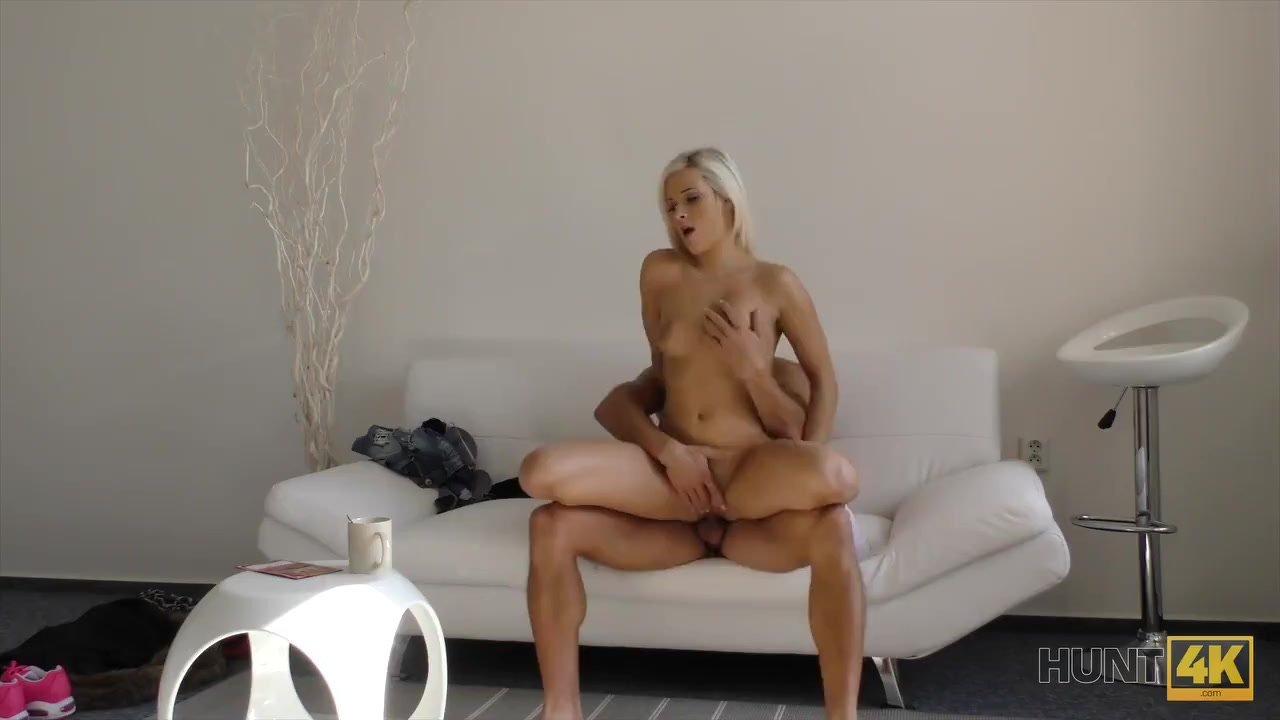HUNT4K. Una magnifica ragazza gode del sesso orale e della figa per soldi