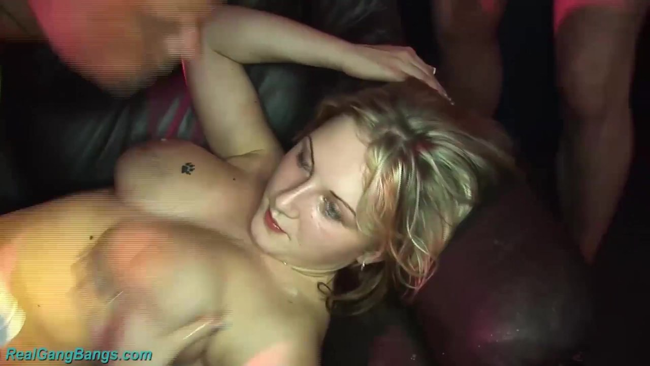 Ihre Erste Extreme Gangbang-Party
