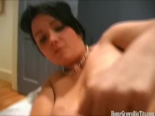 An amazing handjob from Lilith