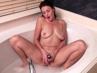 Hairy mature pussy cums hard