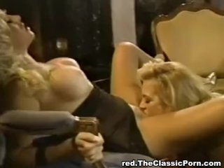 Babewatch – Blonde lesbians eating pussy