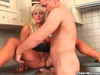 Blonde soccer mom with curvy body gets fucked