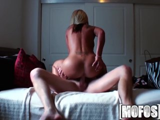 Mofos – Holly Taylor keeps her BF happy