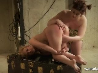 Female submissive gets her butt plugged