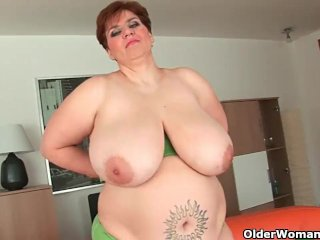 Chubby grannies and milfs masturbating