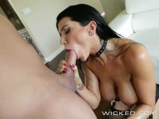 Romi Rain shows off her new fetish outfit