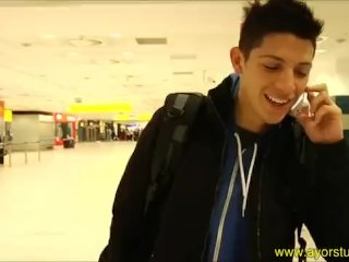 Cris and Steve are waiting at the airport