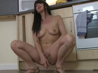 Sexy mom makes her pussy cream