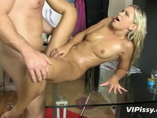 Dido goes hardcore with a pissing cock