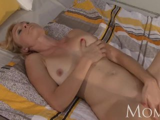 MOM – Housewife Sherry likes to finger pussy