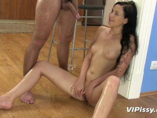 Pee loving amateur gets drenched from head to