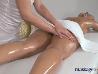 Massage Rooms Stunning blonde has orgasms