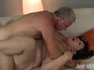 Fat ass Bella Bendz gets fucked