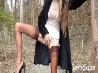 Fisting the wifes greedy pussy at a park