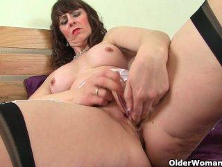 Scottish milf Toni Lace rubs craving pussy
