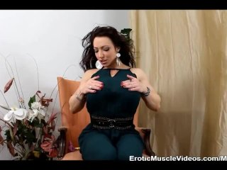 Muscle Goddess BrandiMae Plays Anal