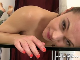 Hot girl is ready for a solo pissing scene