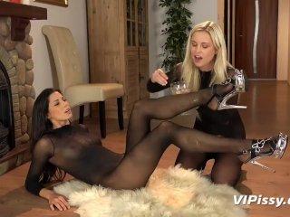 Dido Angel & Alexa Thomas Lesbian Piss Drinking