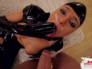 Hardcore-Behandlung fuer devotes Latex-Fickstueck!