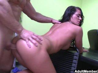 Brunette Babe Savannah Stern Gets Fucked Hard