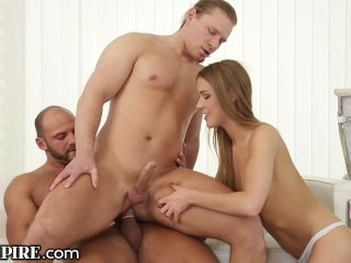 BiSexual BodyBuilder Drills Ass in MMF Threesome!