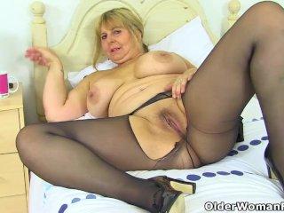 English milf Alexa fucks her matured fanny with a dildo