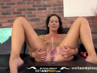 Pussy Pissing – Sexy Vanessa Twain dives into her golden pee on the sofa