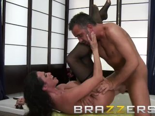 Brazzers – Ariella Ferrera & Keiran Lee – Laying the Cleaning Lady