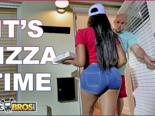 BANGBROS – Black Pizza Delivery Girl Moriah Mills Delivers Her Big Ass