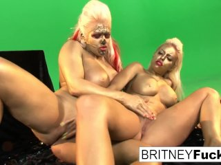 Gold painted lesbian hotties get it on