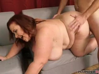 Super Busty MILF Lady Lynn Shows Off Her Curvy Body