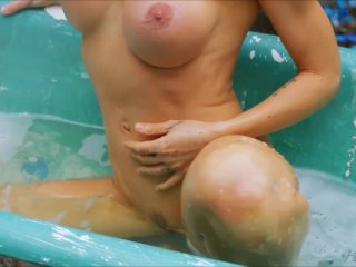 See how sexy Nicole Aniston as she bath in an outdoor tub totally naked