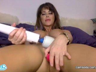 CamSoda – MILF Emily Addison Orgasms with her Masturbation Toys